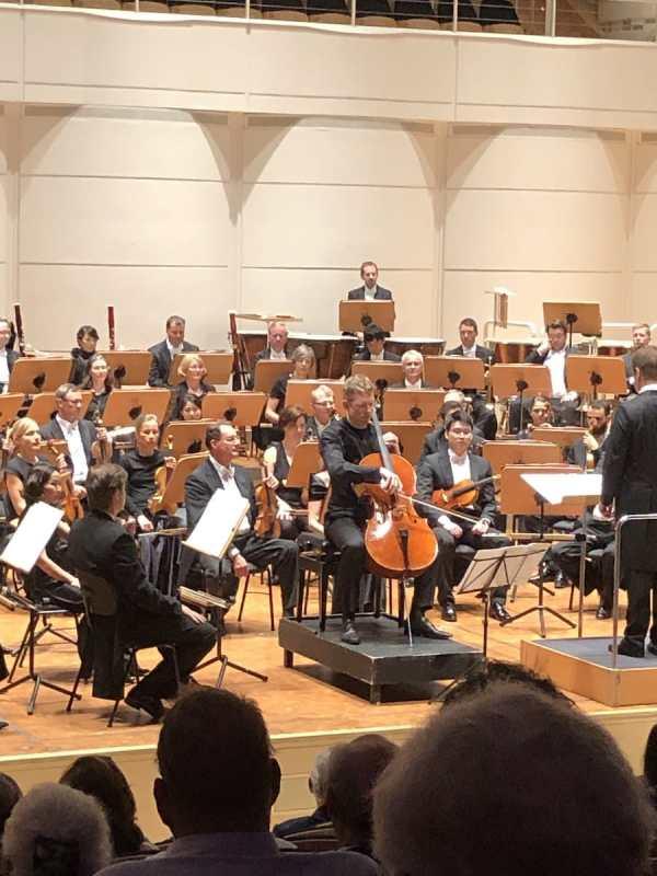 """Solocellist Johannes Moser zu Gast beim 9. Philharmonischen Konzert """"Wege und Gefährten"""" im Dortmunder Konzerthaus"""