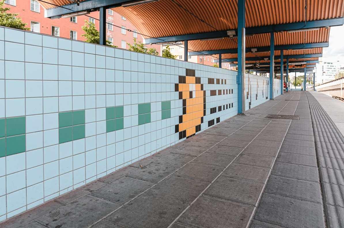 Pac-Man aus Fliesen in Thorildsplan (Tunnelbana-Haltestelle), Stockholm