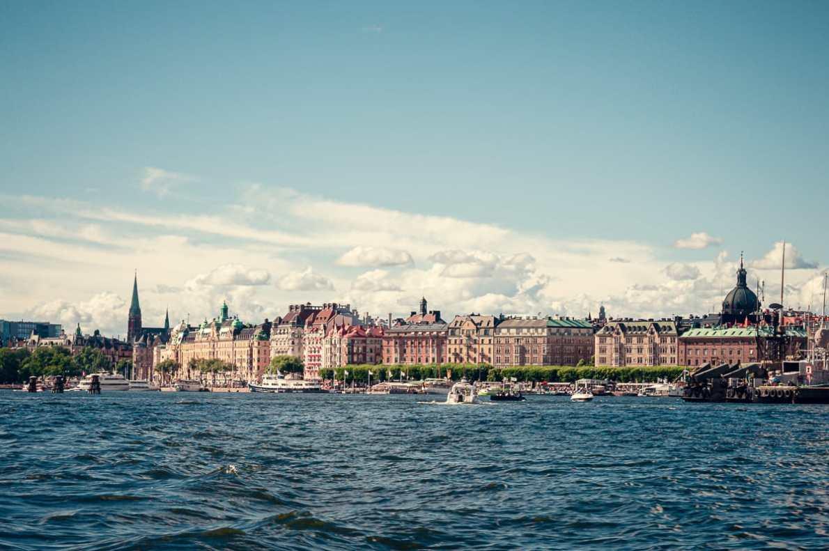 Stockholms Stadtteil Östremalm vom Wasser aus