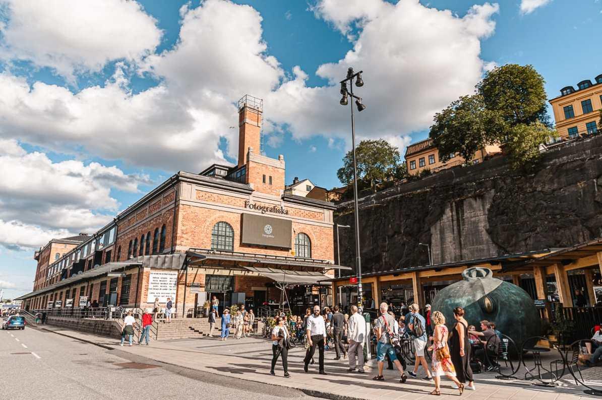 Das rote Backsteingebäude des Fotografiska in Stockholm (Södermalm)