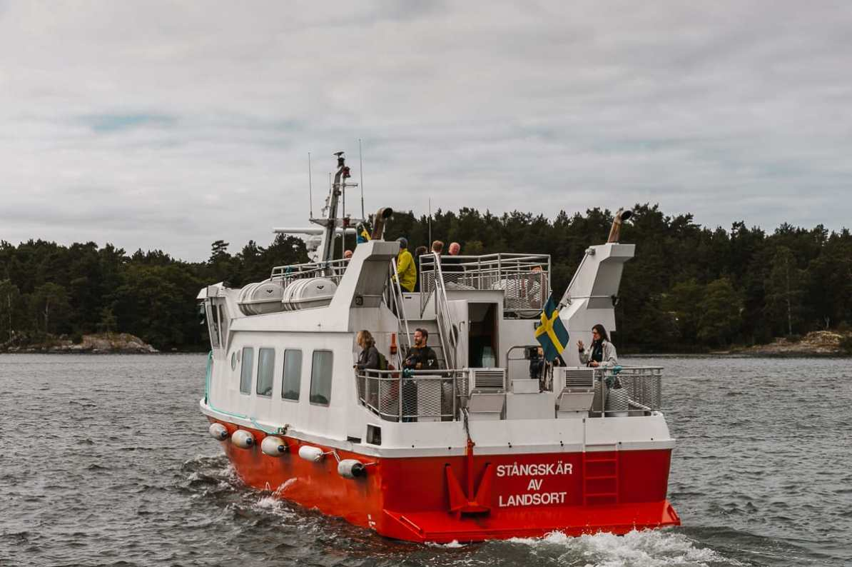 Fährboot zur Schäreninsel im äußeren Schärengürtel von Stockholm