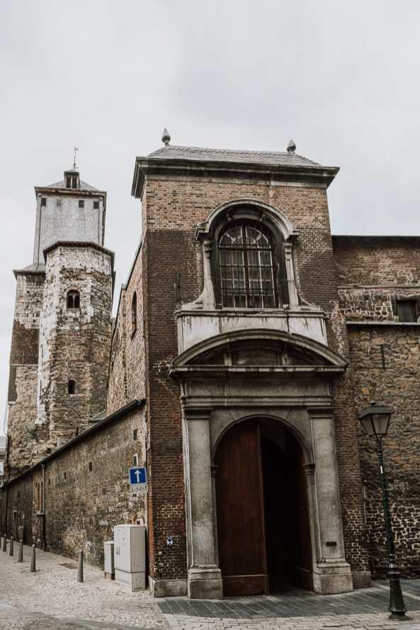 Collégiale Saint-Denis mit Kirchturm, Lüttich