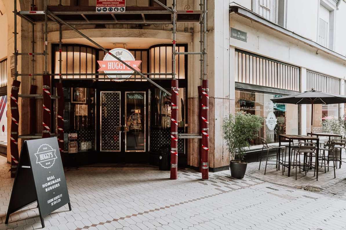 Eingang zur Huggy's Bar in der Passage Lemonnier mit Baugerüst, da gerade renoviert wird.
