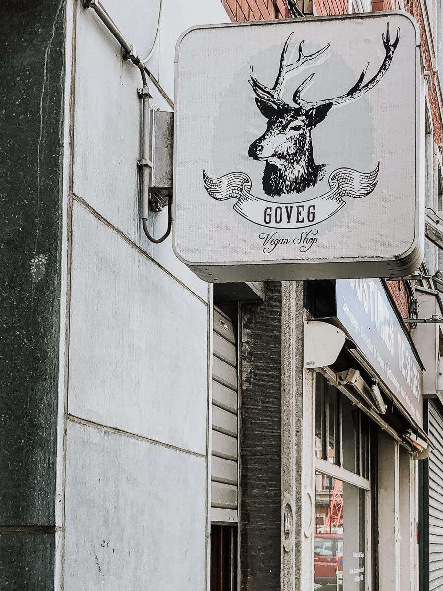 Schild am Eingang von Goveg - Laden für vegane Produkte