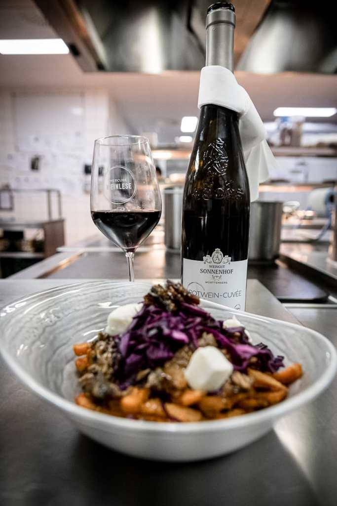 Pulled Duck Poutine mit Rotwein-Cuvée M9 (2017)
