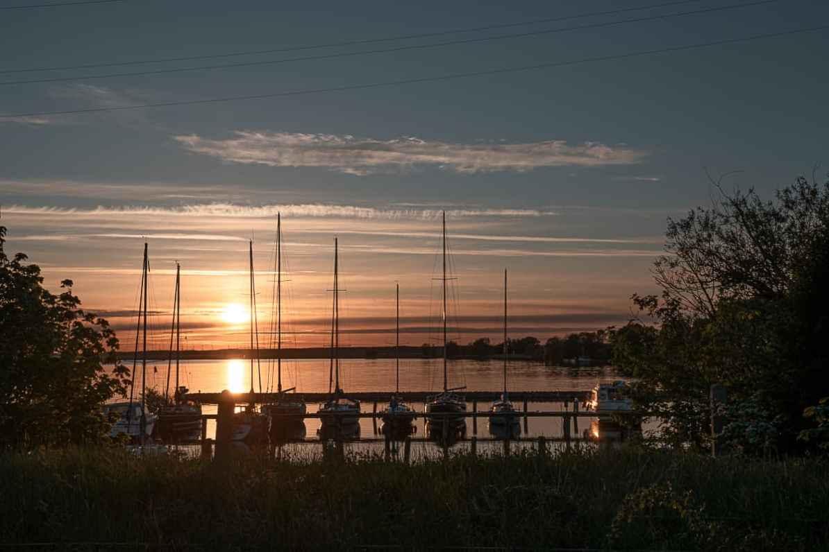 Hafen in Karnin auf Usedom bei Sonnenuntergang