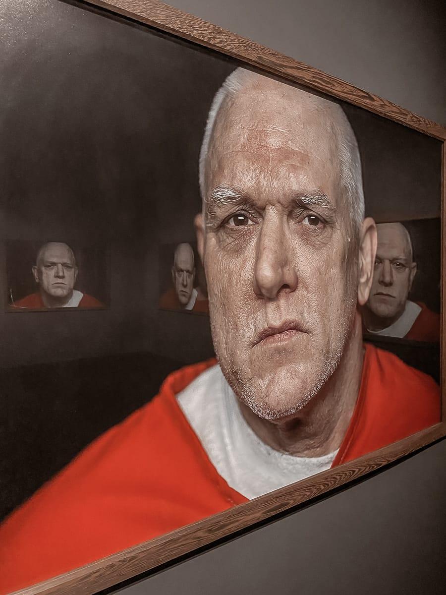 Spannende Spiegelung von Portraits in den Portraits von Elmer Carroll.