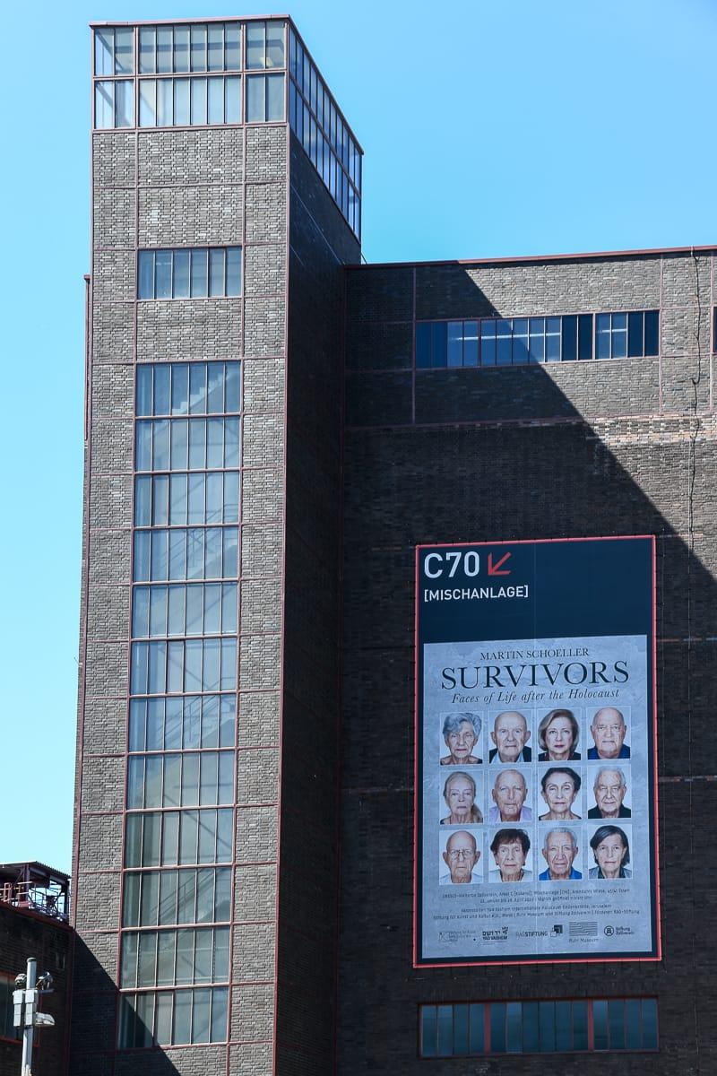 Kokerei Hansa mit einem riesigen Plakat zur Survivors-Ausstellung von Martin Schoeller.