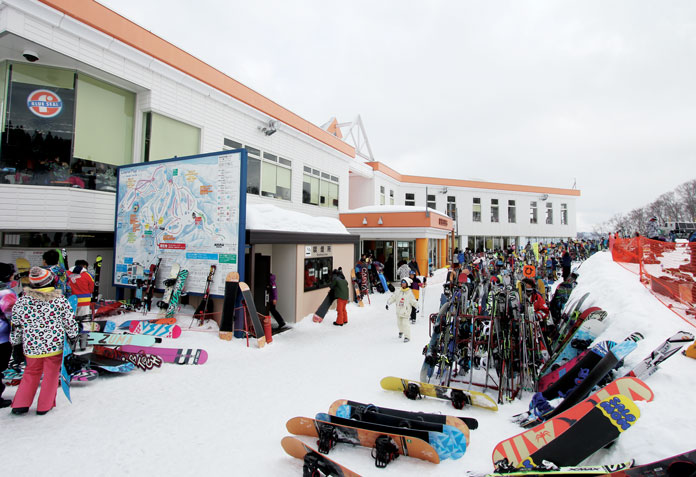 Gala Yuzawa top station gets busy
