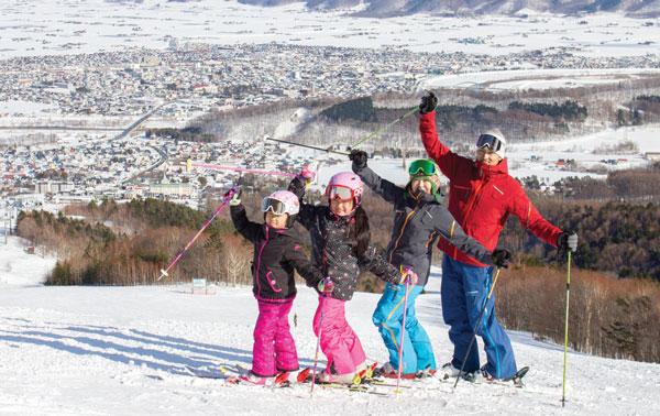 Kids ski free Furano