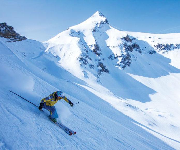 Off piste skiing Glacier 3000