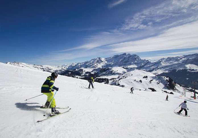 kids skiing at Villars
