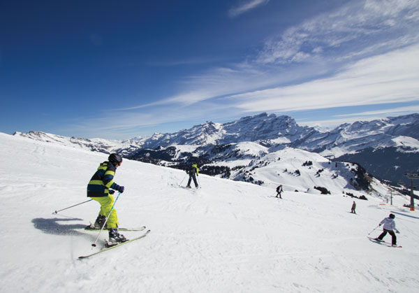 Kids skiing at Villars