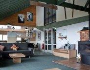 Arrabri Ski Lodge lounge