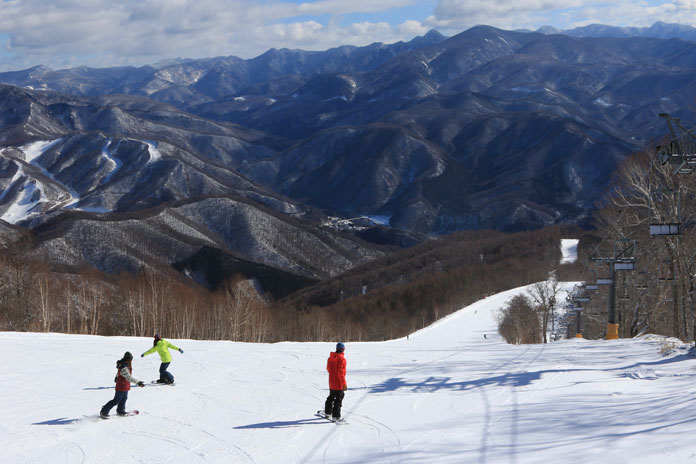 Snowboarding groomed piste at Oze-Iwakura