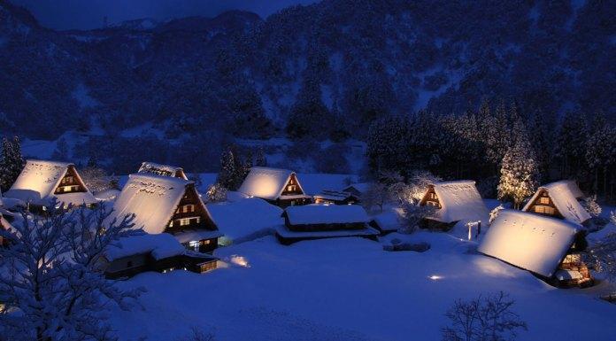 Gokoyama's World Heritage village of Suganuma at night