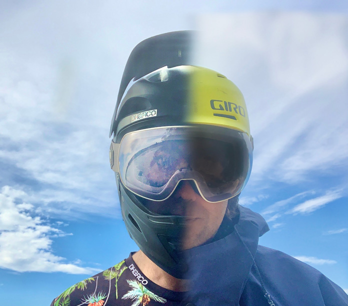 Graphic showing CARVE SCOPE goggles on MTB and snow helmets