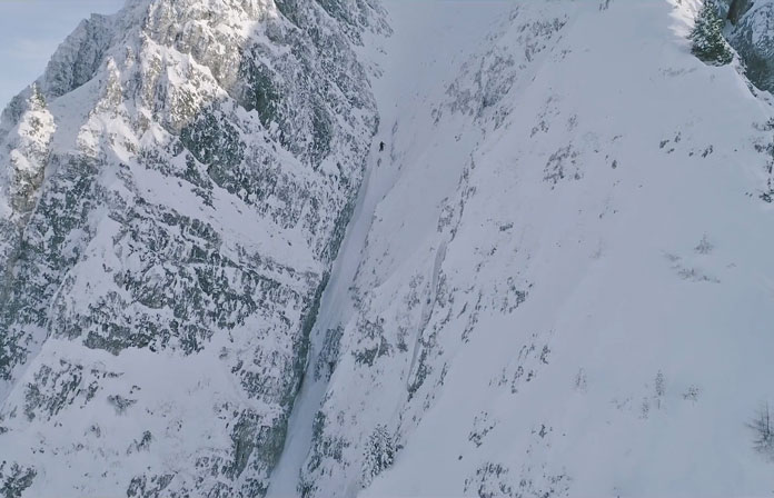 Neil Williman dropping the 'Dream Line' couloir filming Working Volks with Midiafilm, freeride in Axamaer Lizum Tyrol