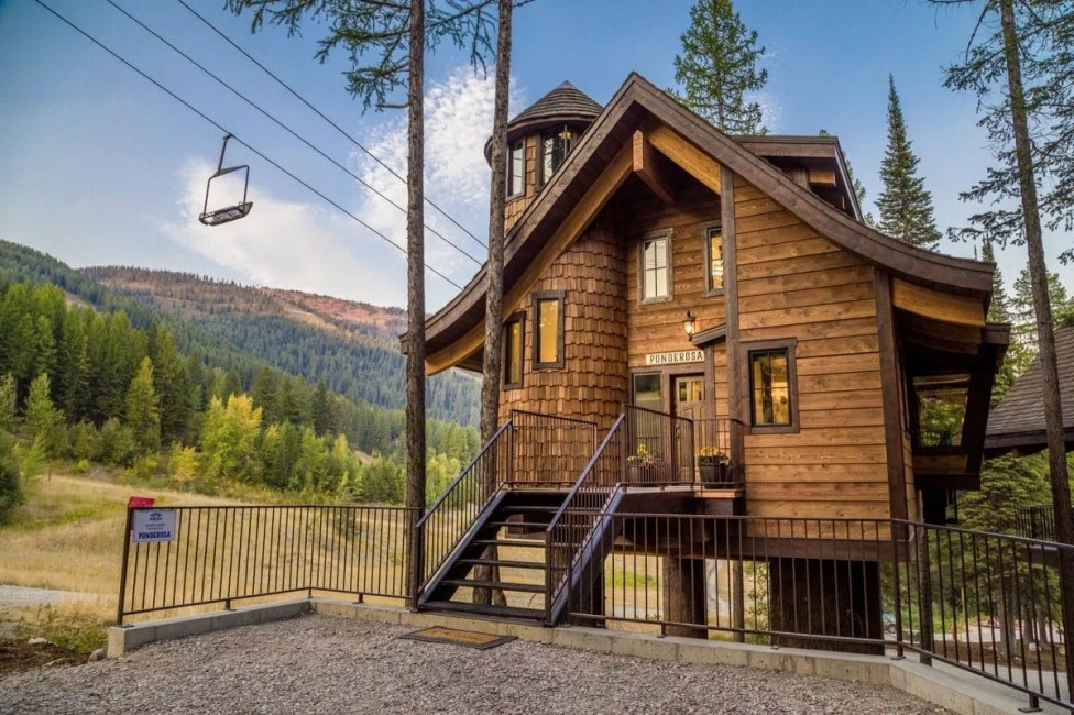 Welcome to the World's First Slopeside Ski-in:Ski-out Luxury Treehouse [Ponderosa]