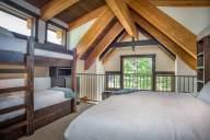 Ponderosa - The incredible beams of the loft bedroom