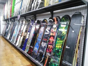 スノーボードの板って何シーズン使える?耐用年数は決まっていない