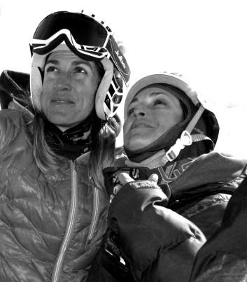 happy-women-mountains-femmes-montagne-athlète-ski-skieuse-neige-championne