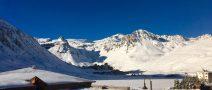 happy-women-mountains-stations-ski-skieuse-neige-montagne