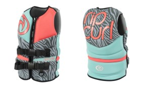 happy-women-mountain-sport-femme-plaisir-sport-randonnee-accessoires-equipement-securite-surf-beach