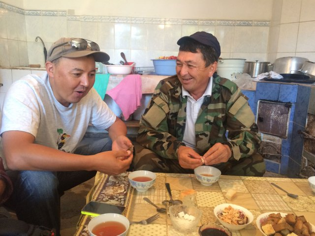 Kuban Jumabay uulu (left), the director of SLF Kyrgzystan, and Emil, a local ranger employed to patrol Shamshy