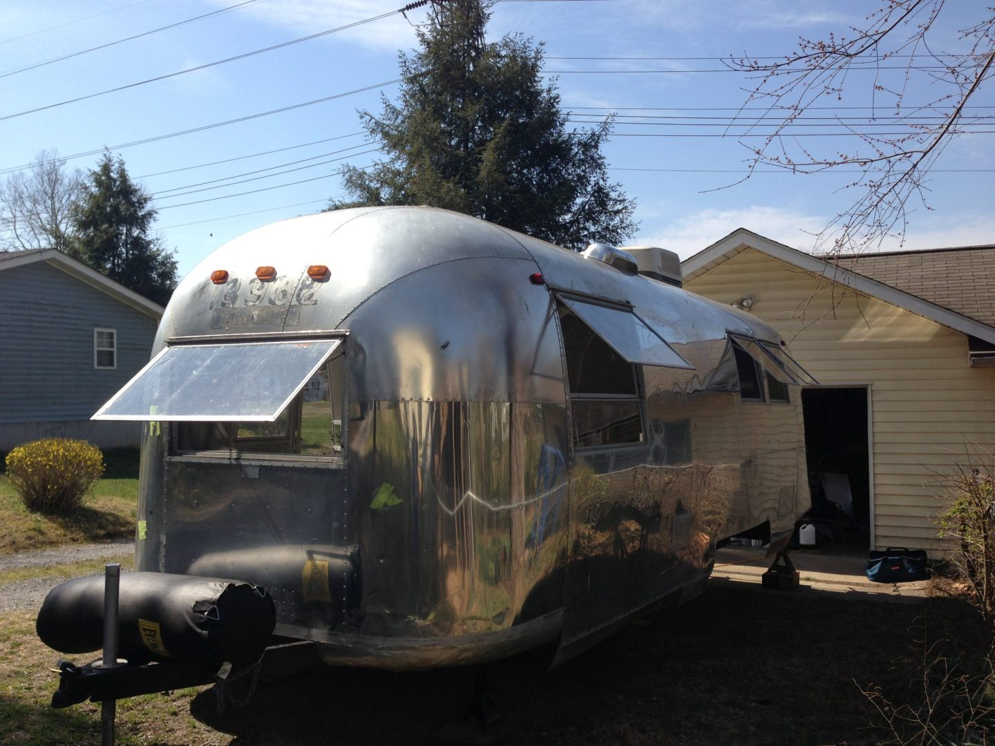 1965 Airstream windows