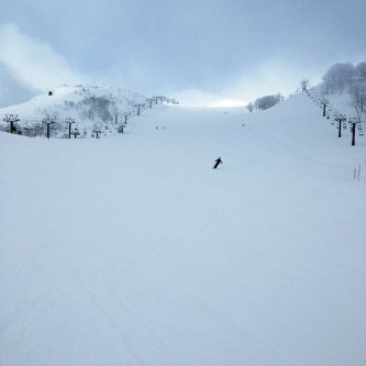 Who doesn't like empty runs and fresh powder?! During the week the runs at Goryu can be quite sparse.