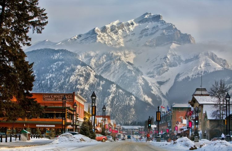 Destination_Signature_Banff_Avenue_Winter_Paul_Zizka_14_Horizontal