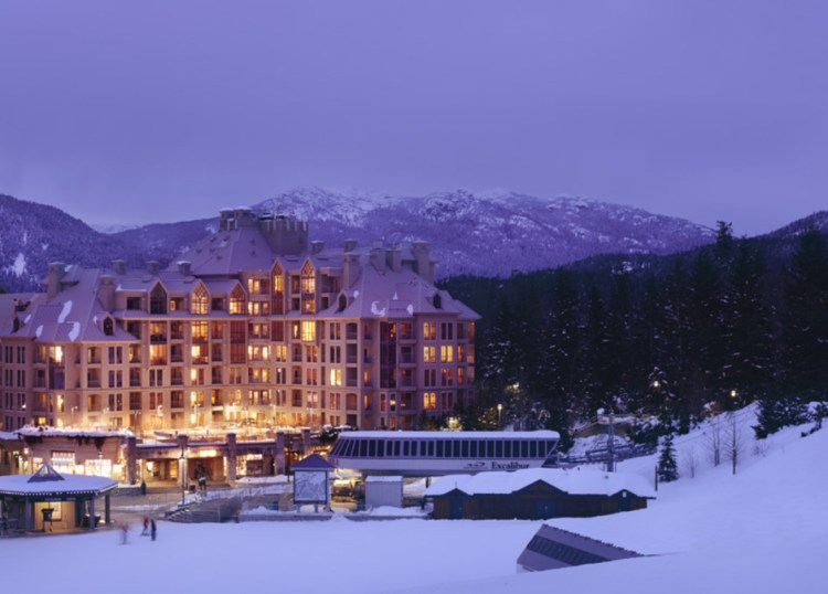 Pan_Pacific_Whistler_Mountainside_ext_night