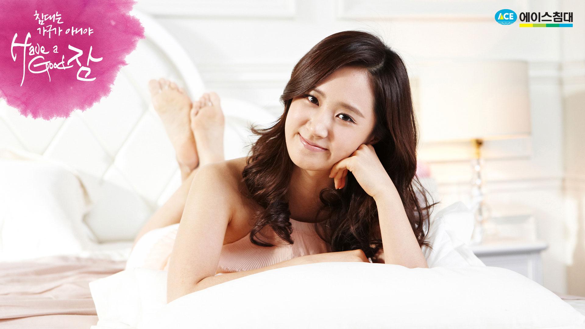 SNSD Yuri Ace Bed wallpaper
