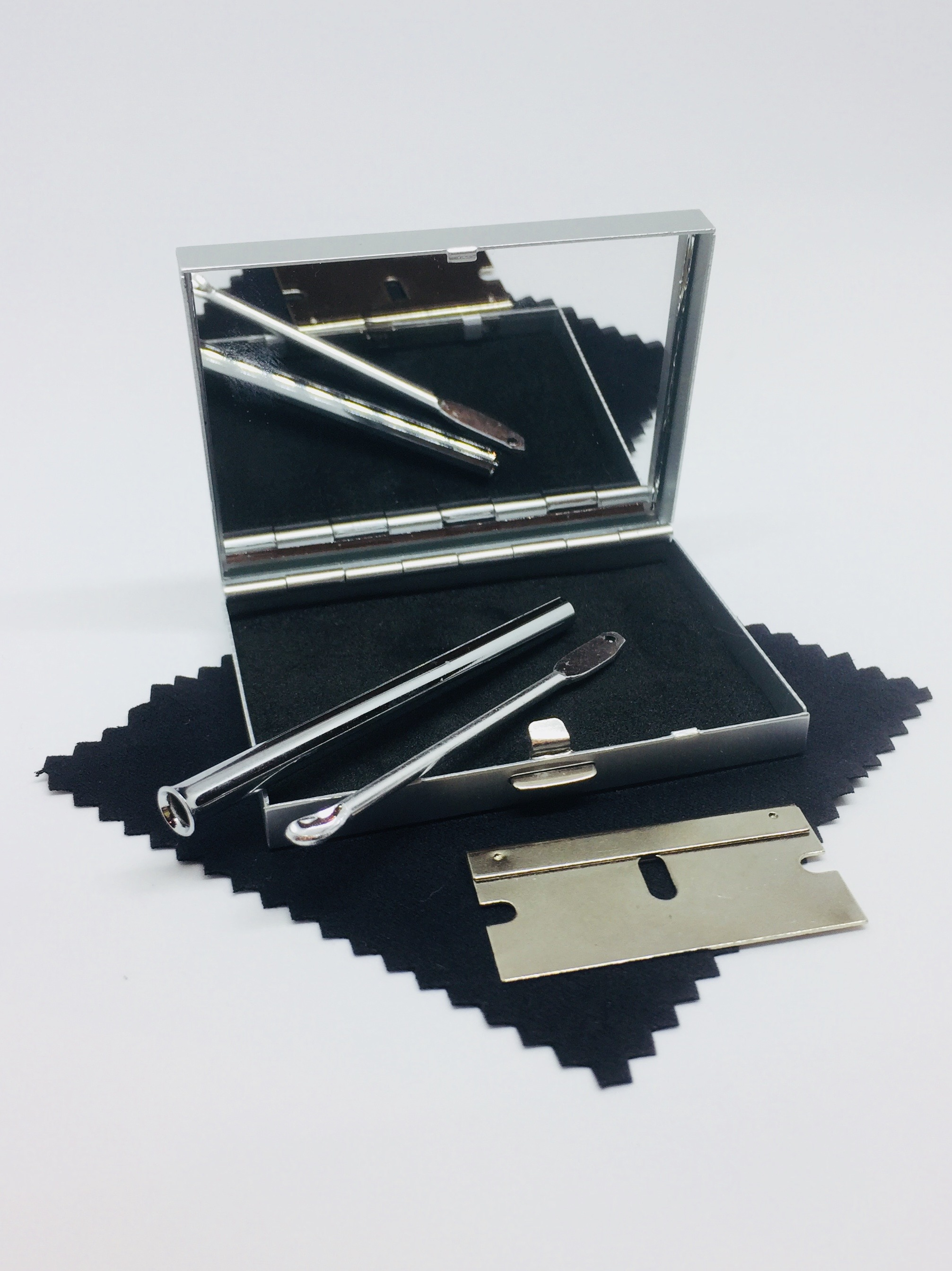 Snuff Snorting Kit - Silver Metal Case