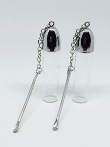 Snuff bottle with spoon on chain