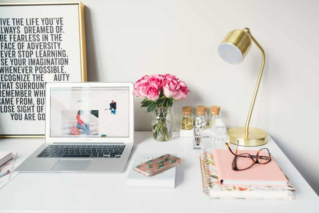 pretty working desk