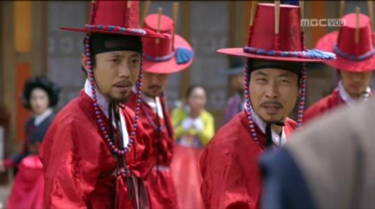 獄中花第17話 ユン・テウォンを捕まえようとする男たち