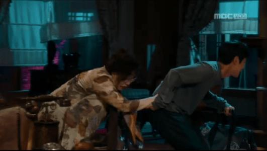 吹けよ、ミプン第6話 こっそり家に入る祖母とチョ・ヒドン