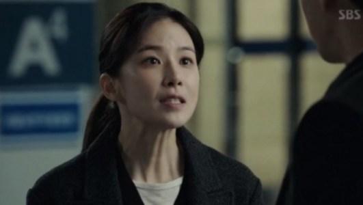 韓国ドラマ「耳打ち(ささやき)」第1話 接触するシン・ヨンジュ