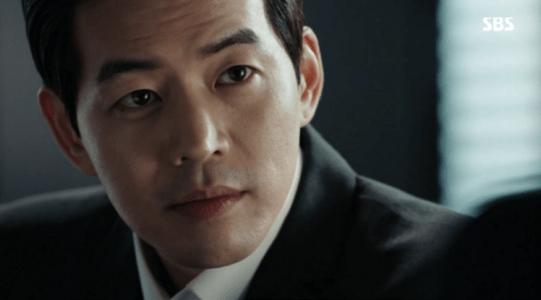 韓国ドラマ「耳打ち(ささやき)」7話 取引するイ・ドンジュン