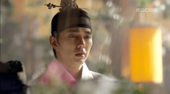 韓国ドラマ「君主(クンジュ)」1話 日記を読むイ・ソン