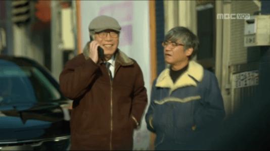 吹けよ、ミプン第41話 電話に出るキム・ドクチョン