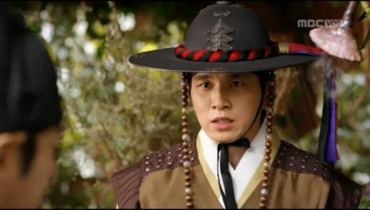 「君主(クンジュ)~仮面の主人~」第9話 助言するヒョンソク