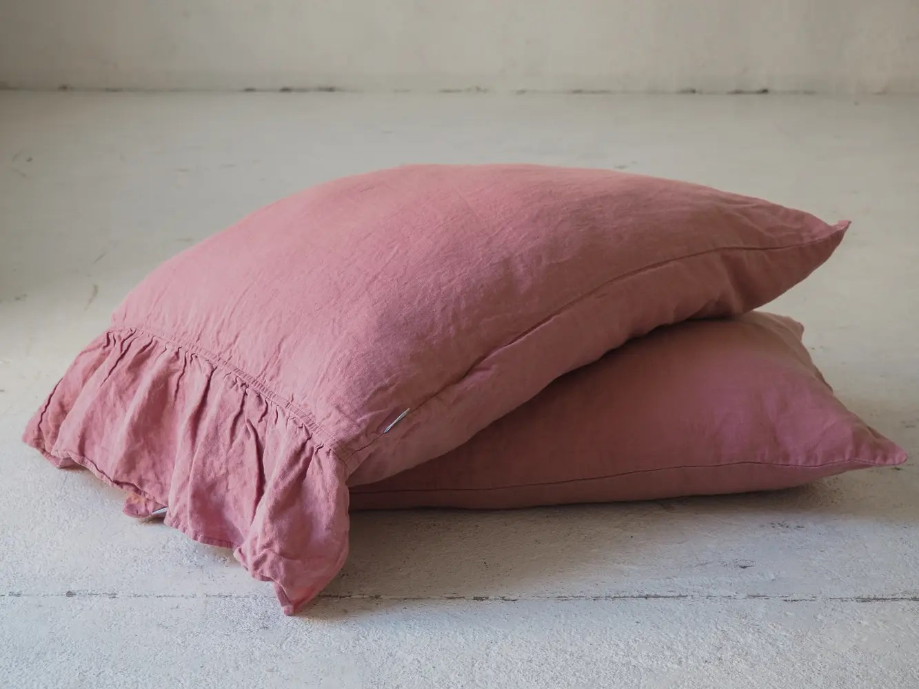 linen pillowcase with side ruffle dusty pink