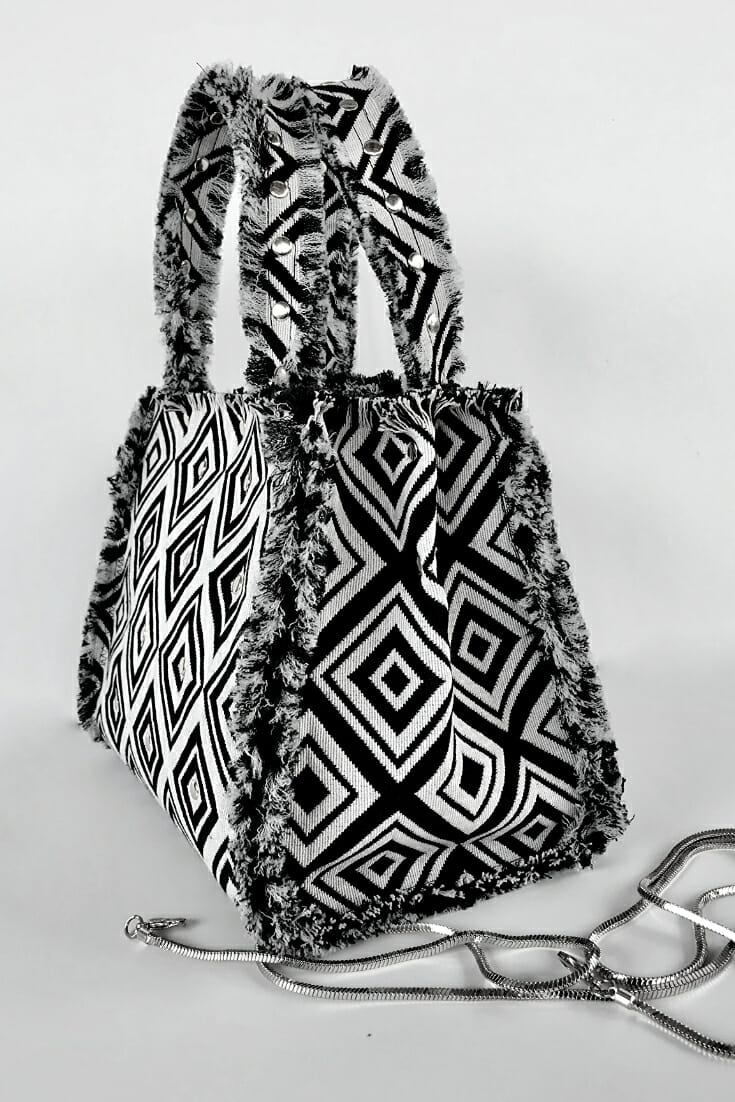 Free pattern: Small fringed tote bag