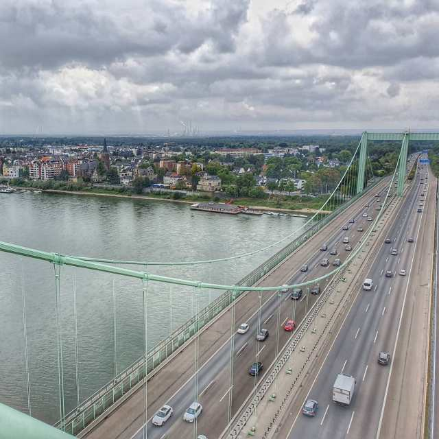 Blick auf von der Autobahnbrücke @gaidaphotos
