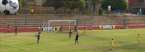 Rafael Navarro abre el marcador y anota el primer gol de Pereira.