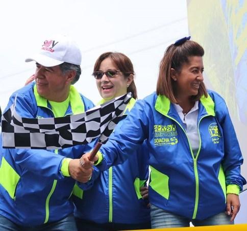 El alcalde de Soacha, Eleázar González fue un permanente animador de los competidores.