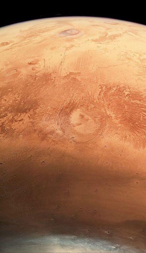 Esta imagen muestra los casquetes congelados en el polo Norte de Marte y ha cambiado la manera en que observábamos al planeta rojo. Foto: Agencia Espacial Europea.